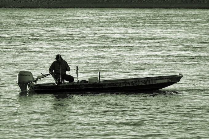 Skiff Fishing on the Missouri River [Missouri Slot Machine Casino Gambling in 2020]