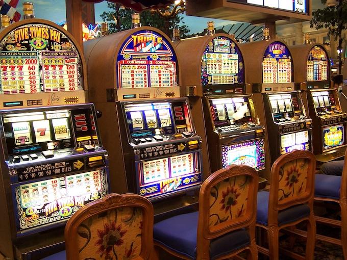 Slot machine player interface layouts [How Slot Machines Work]