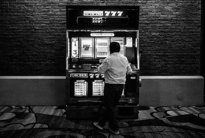 Seeing bonus displays from far away [How Slot Machines Work]