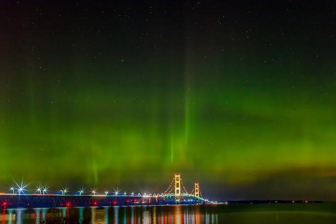 Michigan Slot Machine Casino Gambling: Mackinaw Bridge at night beneath green Northern Lights.