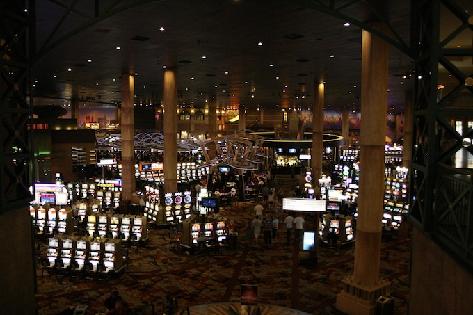 Winning Strategy 2: Progressive Slot Machines
