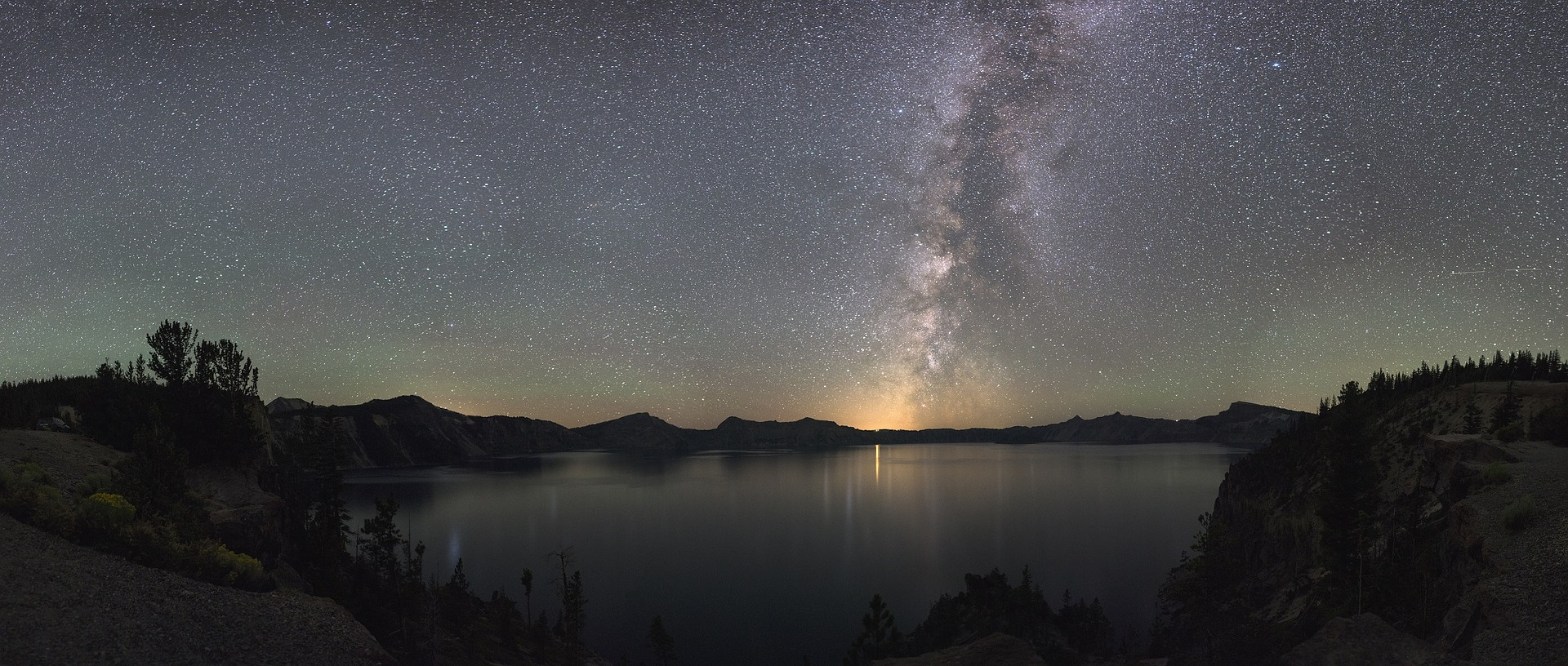 Oregon Slot Machine Casino Gambling 2018: Crater Lake at night.