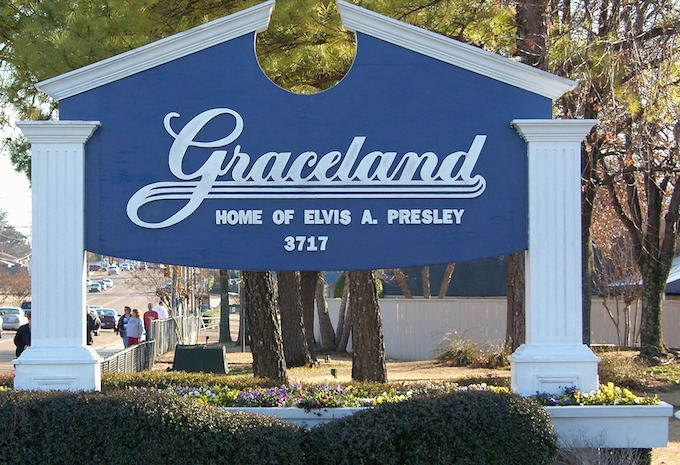 Tennessee Slot Machine Casino Gambling 2018: Graceland mansion in the city of Memphis.
