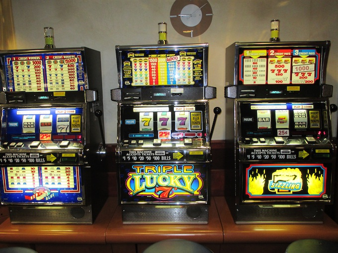 Choosing Slot Machines: Examples of real pay tables.