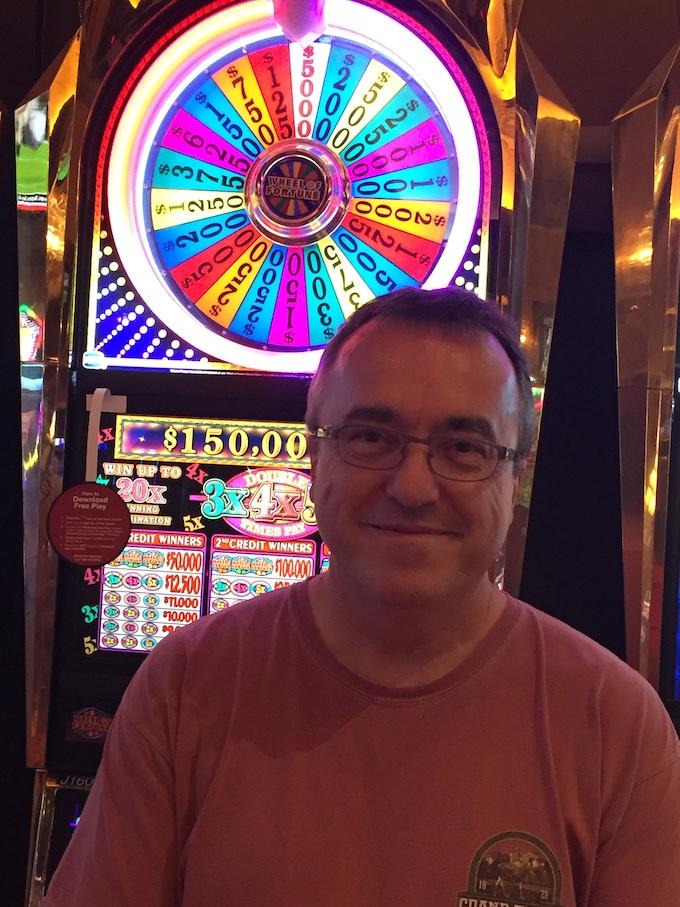Sometimes I Take My Photo When I Win [60-Thousand-Dollar Slot Machine Jackpot]