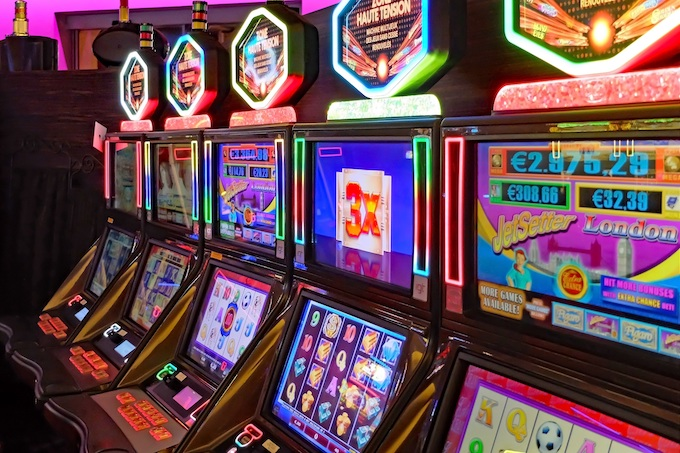 Slot Machines with Two Active Screens [Slot Machines Invented]