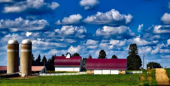 An Iowa Farm on a Dirt Road [Iowa Slot Machine Casino Gambling in 2021]