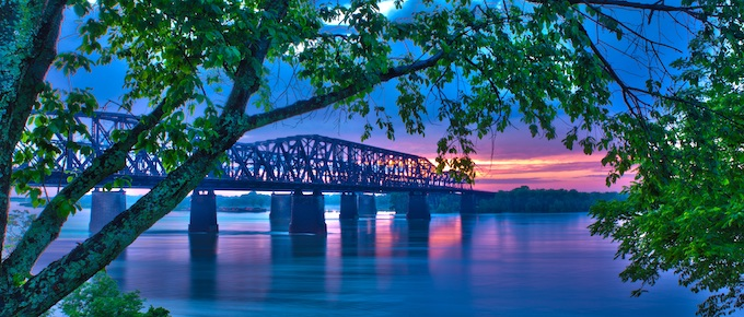 Bridge over Mississippi River at Natchez [Mississippi Slots Return-To-Player 2021]