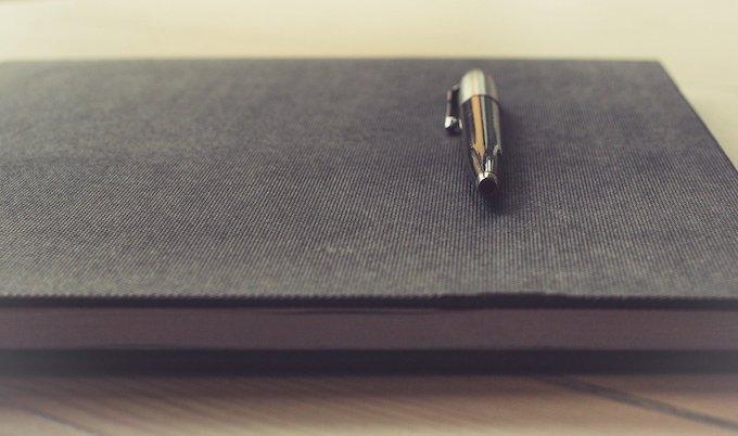 Pen and Notebook for Keeping a Gambling Log [Slots Gambling Records 2021]