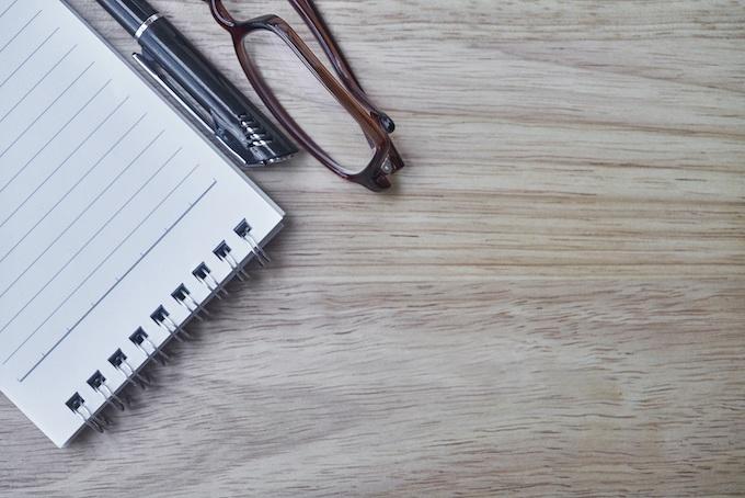 A Pen and Notepad Gambling Logbook [Slots Gambling Records 2021]